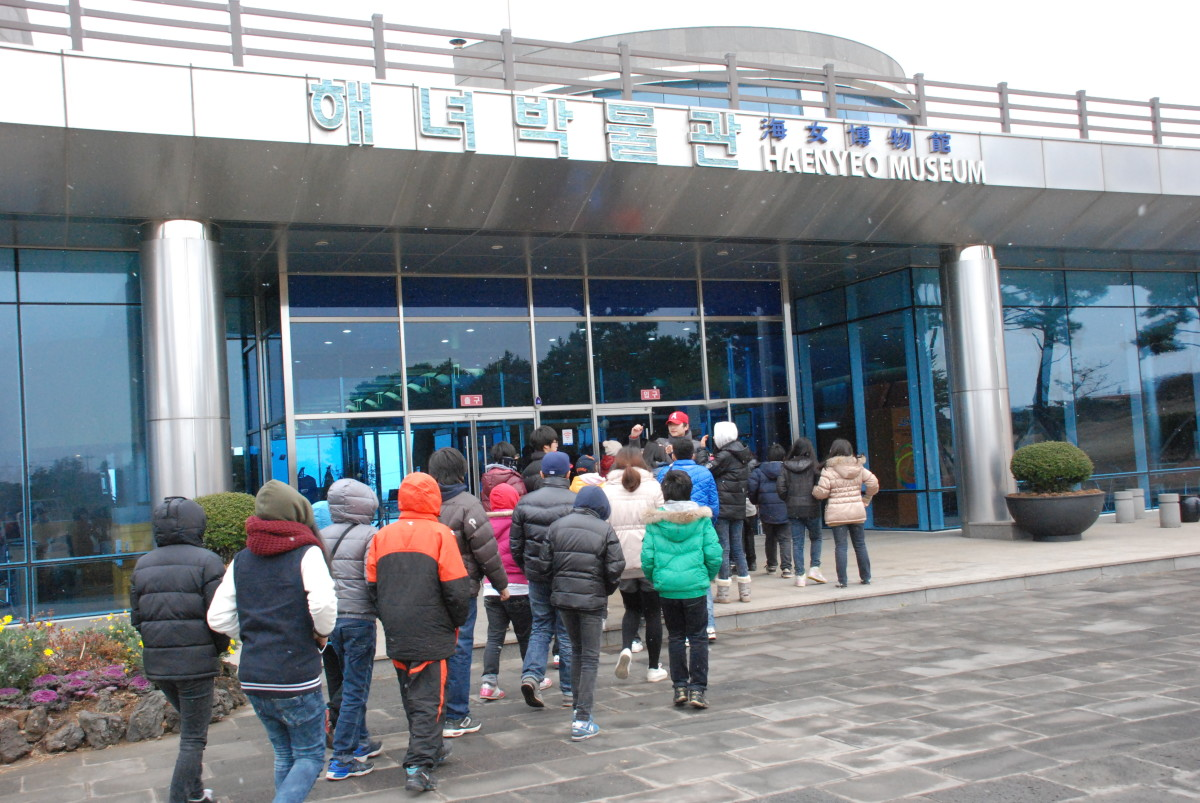 There's even a Haenyeo Museum in Jeju today and tourists visit the picturesque island just to see them in action.