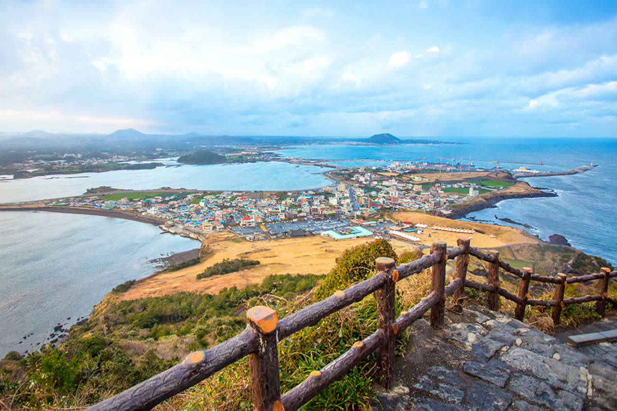 Besides visiting the brave Haenyeo in action, there are quite a lot of other things you can do on the picturesque Jeju island