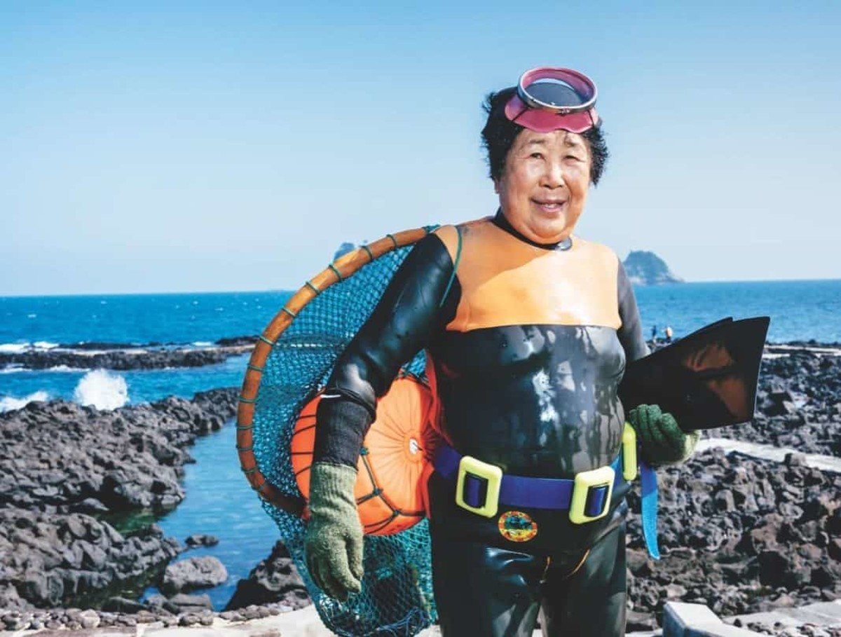 . As of 2016, there were less than 3,000 haenyeo left with most of the women over the age of 60. But these women still continue the tradition and do this perilous work proudly.