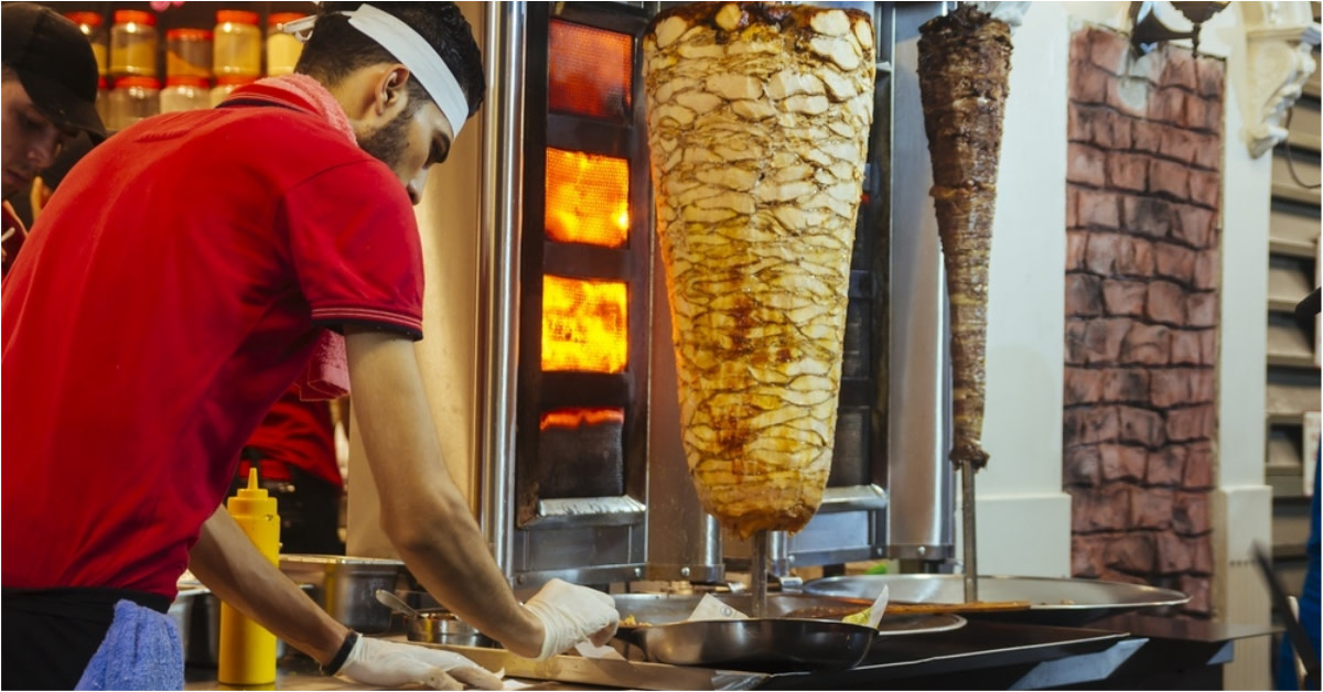 Sumptuous meat grilled on skewers in the food streets is so surreal!
