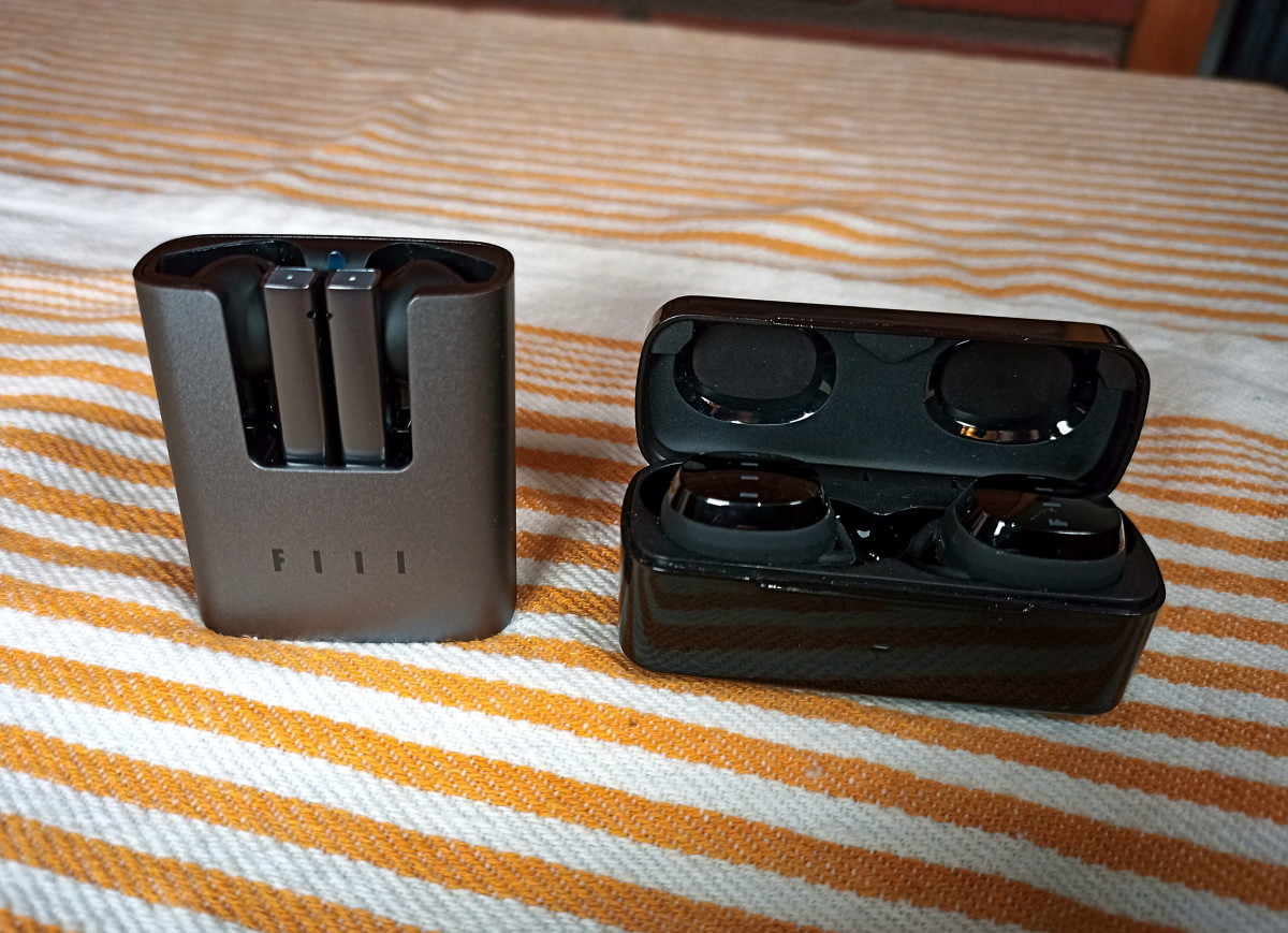 CC2 charging case alongside T1xs charging case
