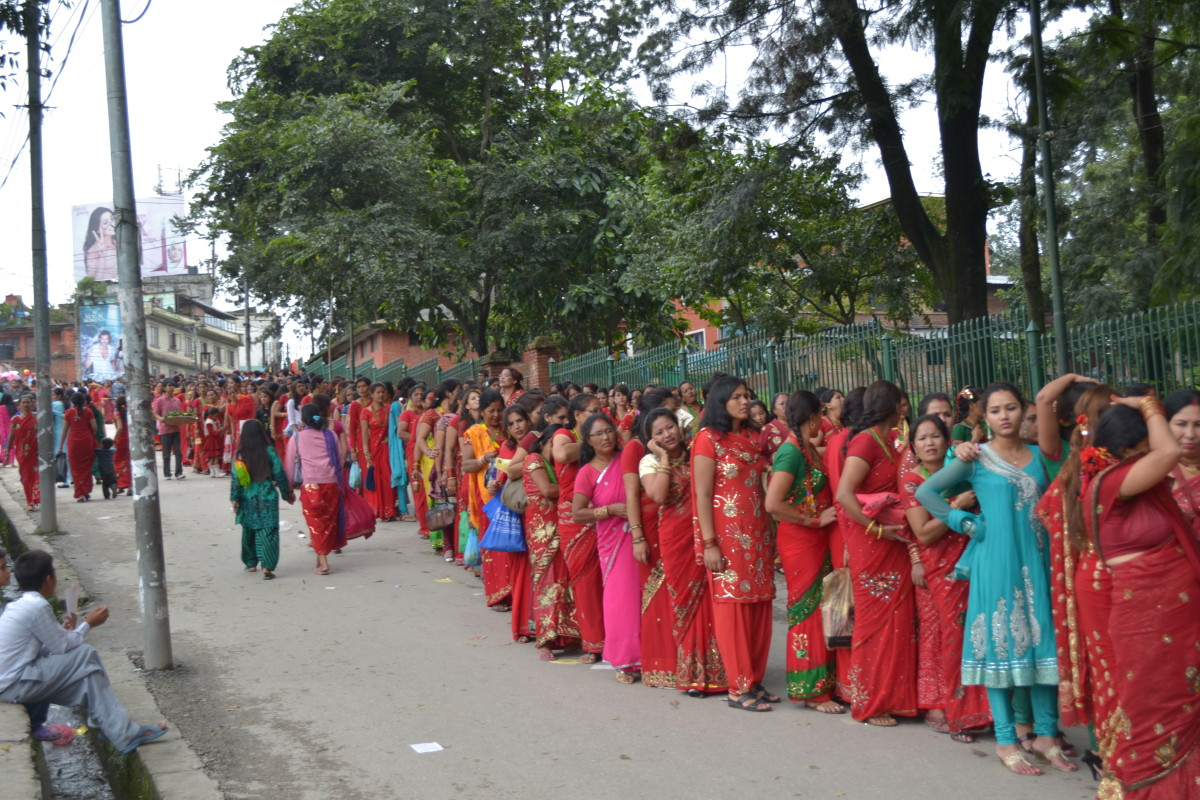 Nepalese Women lined up to making offerings to Parvati and Shiva at Pashupatinath Temple