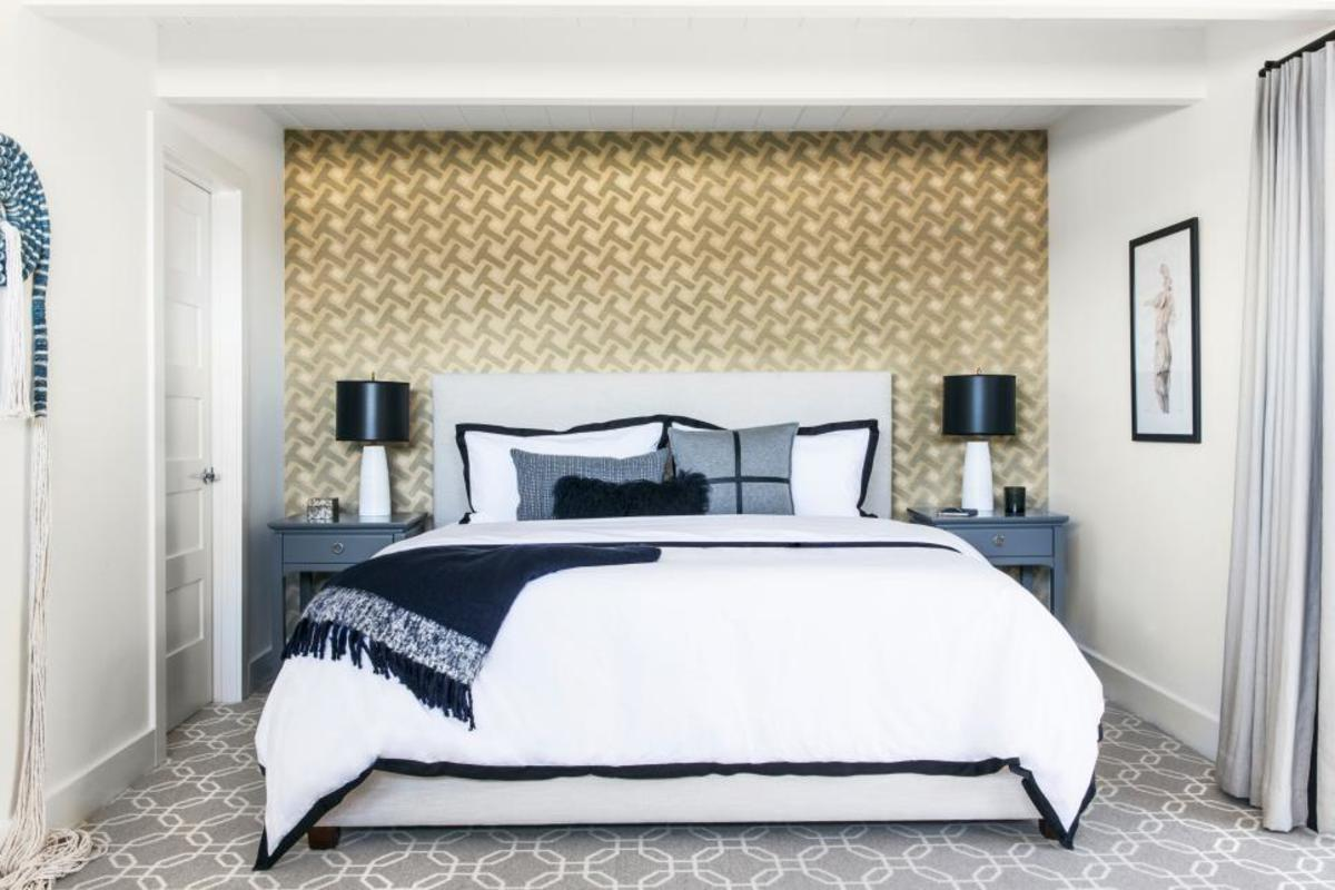 The remaining accents are a combination of crisp white, timeless navy and heathered gray for a streamlined design.
