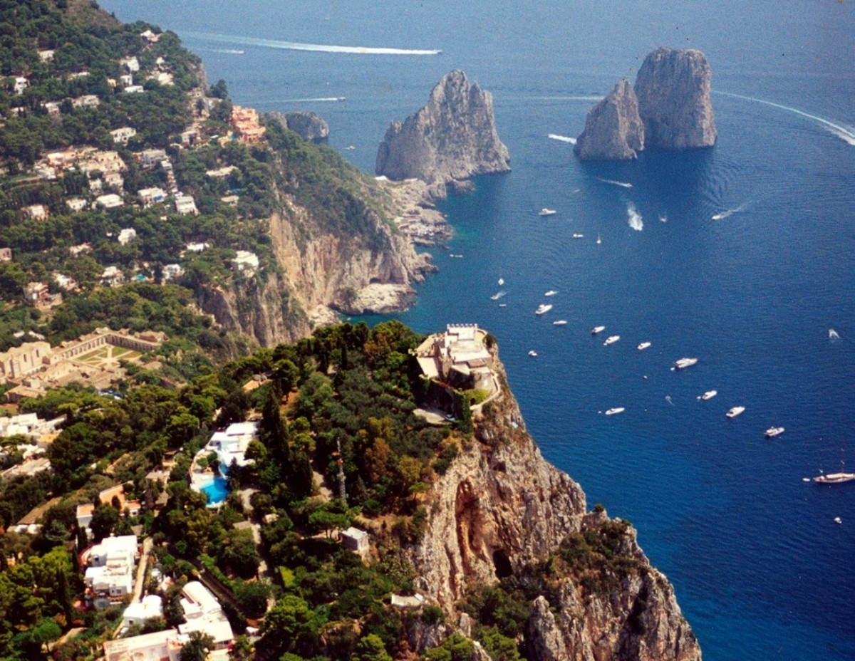 Capri Island - Italy - Experience the heat of love.