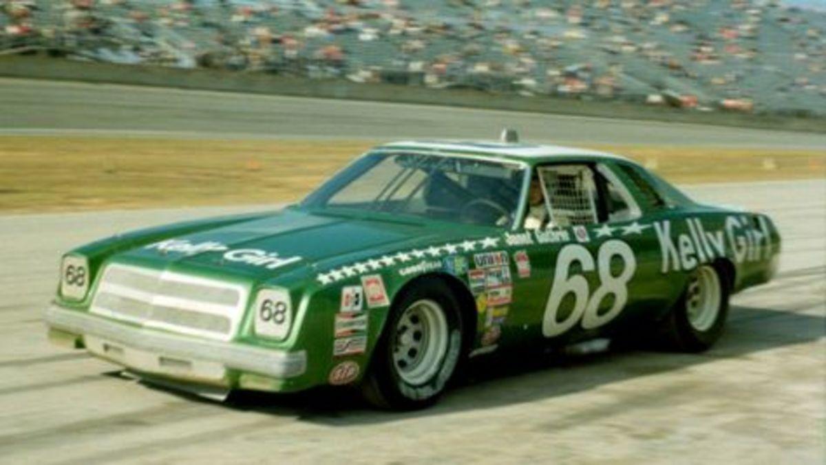 在Daytona 500期间珍妮特Guthrie赛车