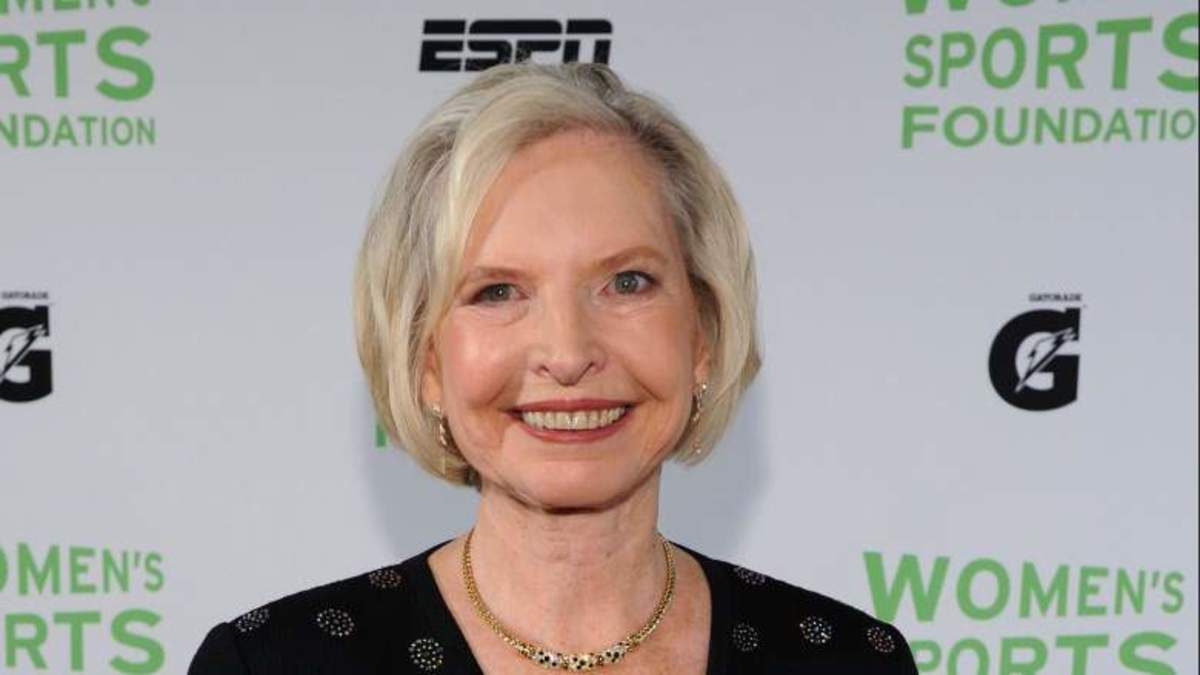 Janet Guthrie is the First Woman to Qualify and Compete in the Indianapolis 500 and Daytona 500