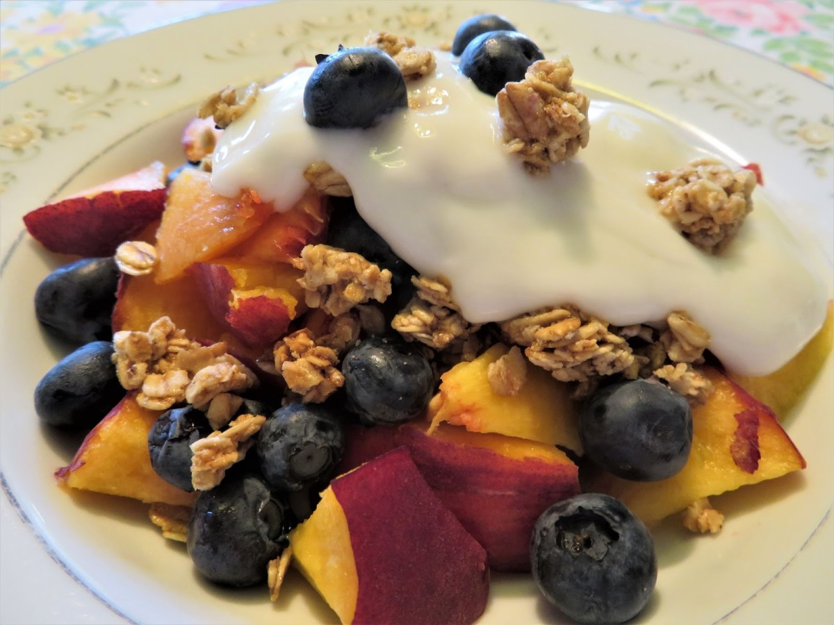 This yogurt bowl is just one of 10 delicious diabetic-friendly breakfast options!