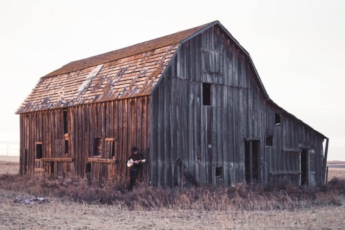 old-rusty-barn