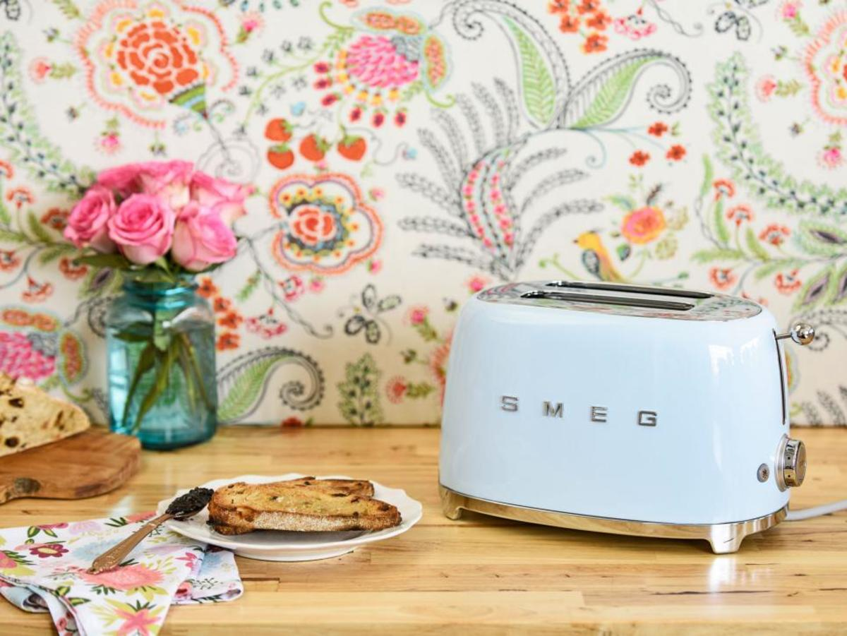 SMEG toasters combine functionality, ease-of-use, and aesthetic balance. Breakfast, lunch, brunch, or simple snacks - when you fall in love with the SMEG '50s-style toaster, you'll seek all kinds of opportunities to use it!
