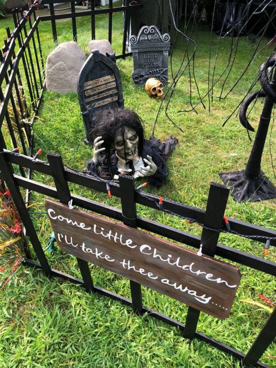 diy-outdoor-halloween-decorations