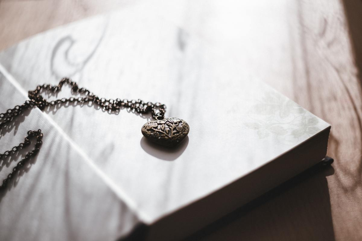If your significant other likes jewelry, a locket with a photo or note inside is a wonderful present.