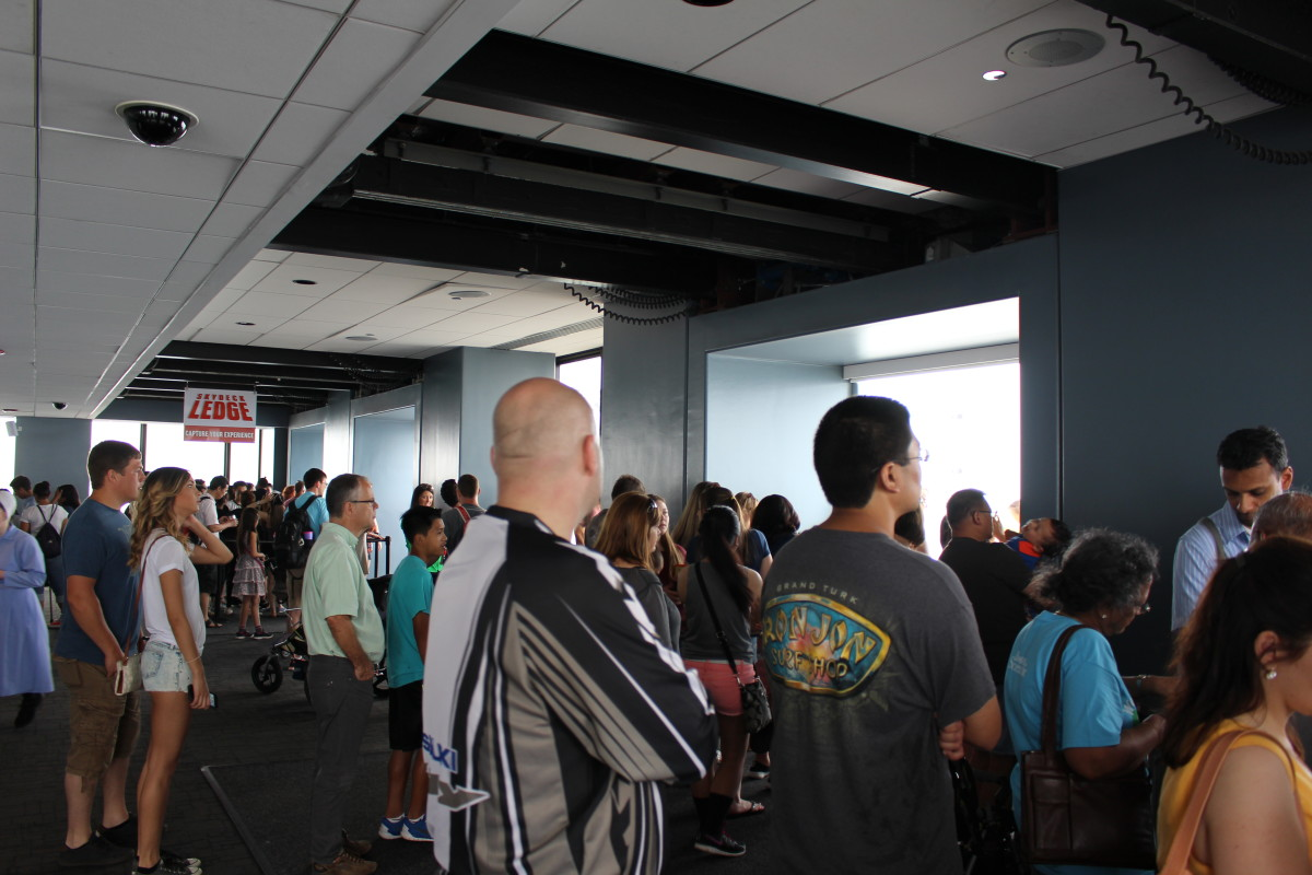 The disorganized lines leading to the skybox.