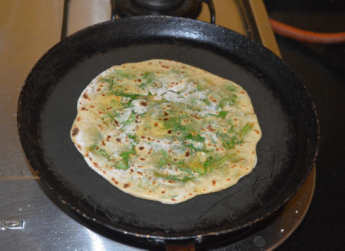 easy-spinach-paratha-palak-paratha-recipe