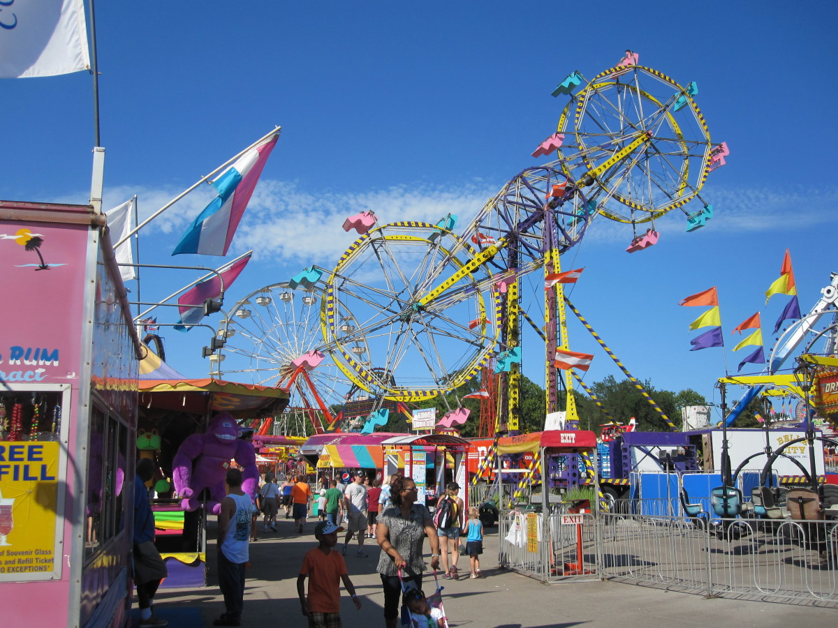 The midway features more than 30 attractions, including the famous double ferris wheel and 20 kid-friendly rides and attractions.