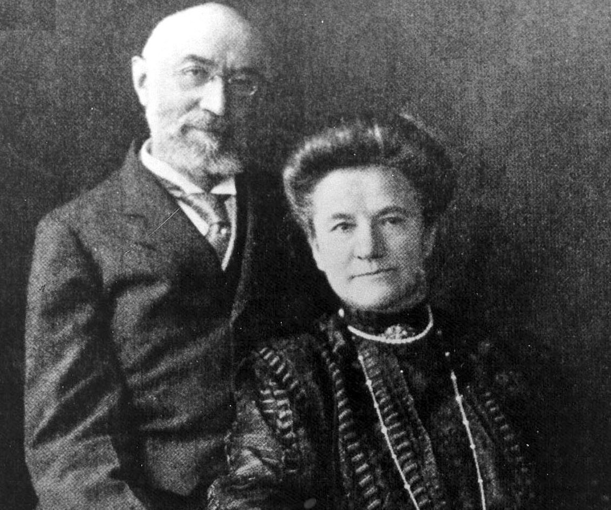 The heart-warming story of Ida and Isidor Straus, the couple who chose to die together on the ill-fated Titanic