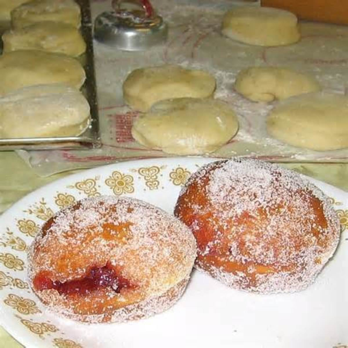 filled paczki sprinkled with sugar