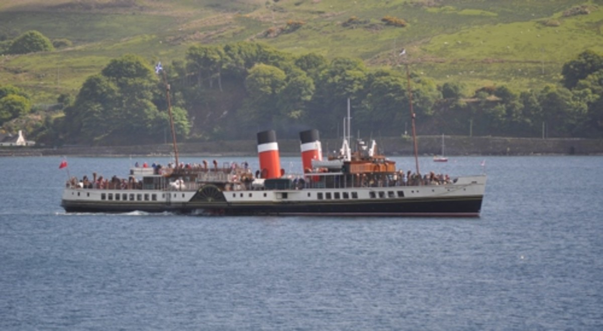 The Waverley sailing into Campbeltown Loch