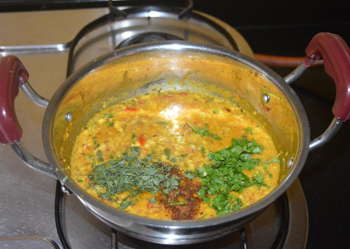 Step five: Add kasuri methi, garam masala powder, and chopped coriander leaves.