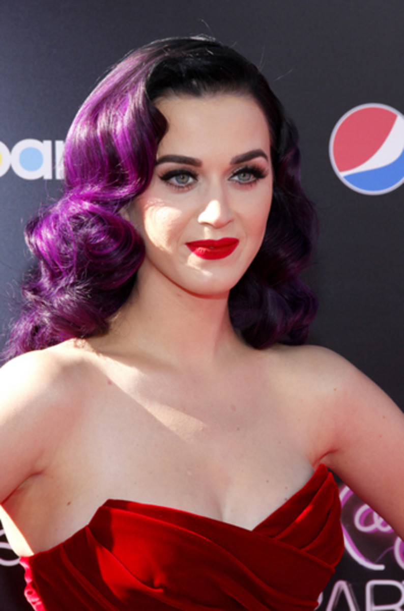 Katy Perry with purple hair in Marilyn Monroe hairstyle curls. Modern take on 1950s hairdo.