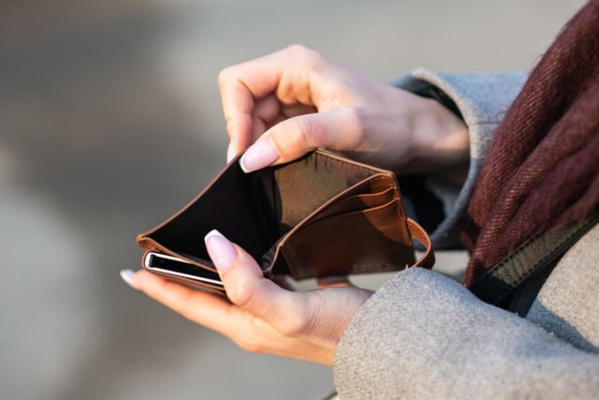 If your wallet or bank account is always ends up empty before you get a chance to save, you might need to identify some unnecessary purchases and make a change.