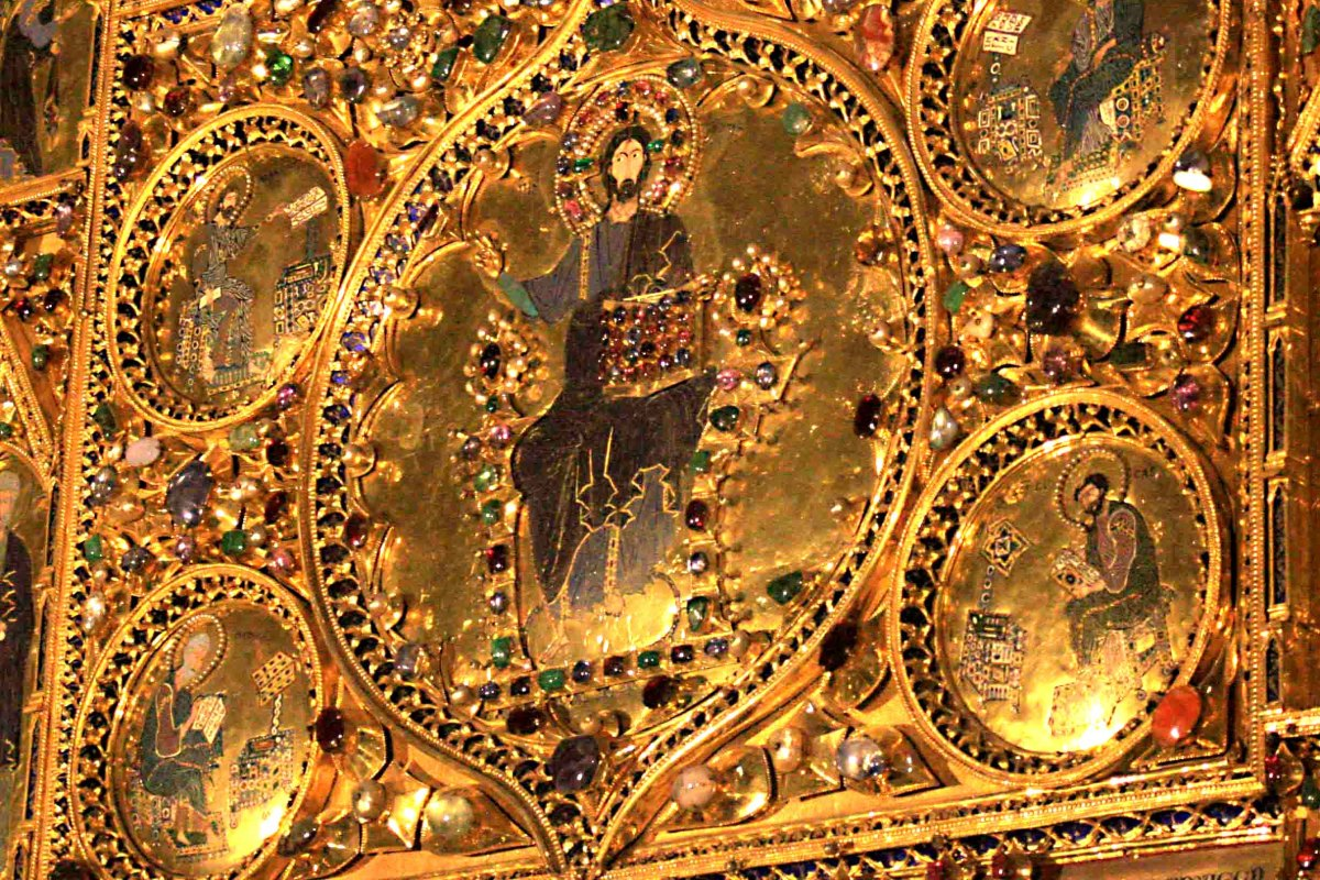 A detail from the Palo d'Or which contains 1,927 precious jewels including pearls, sapphires, rubies and emeralds.