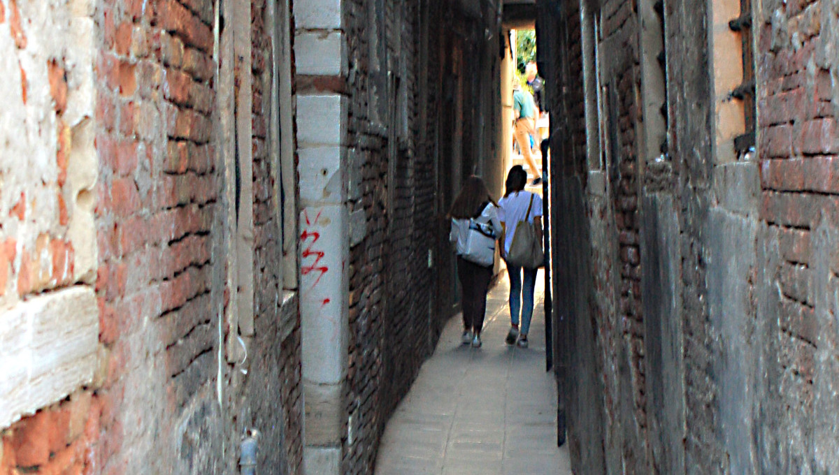 Just one of the many narrow streets in Venice - but some are only half this width!