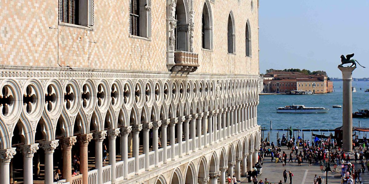 The Doge's Palace - The pale peach and white brickwork makes this arguably the most attractive facade in the whole of Venice. Note the column and the winged lion statue on the right, which is mentioned in another section on this page