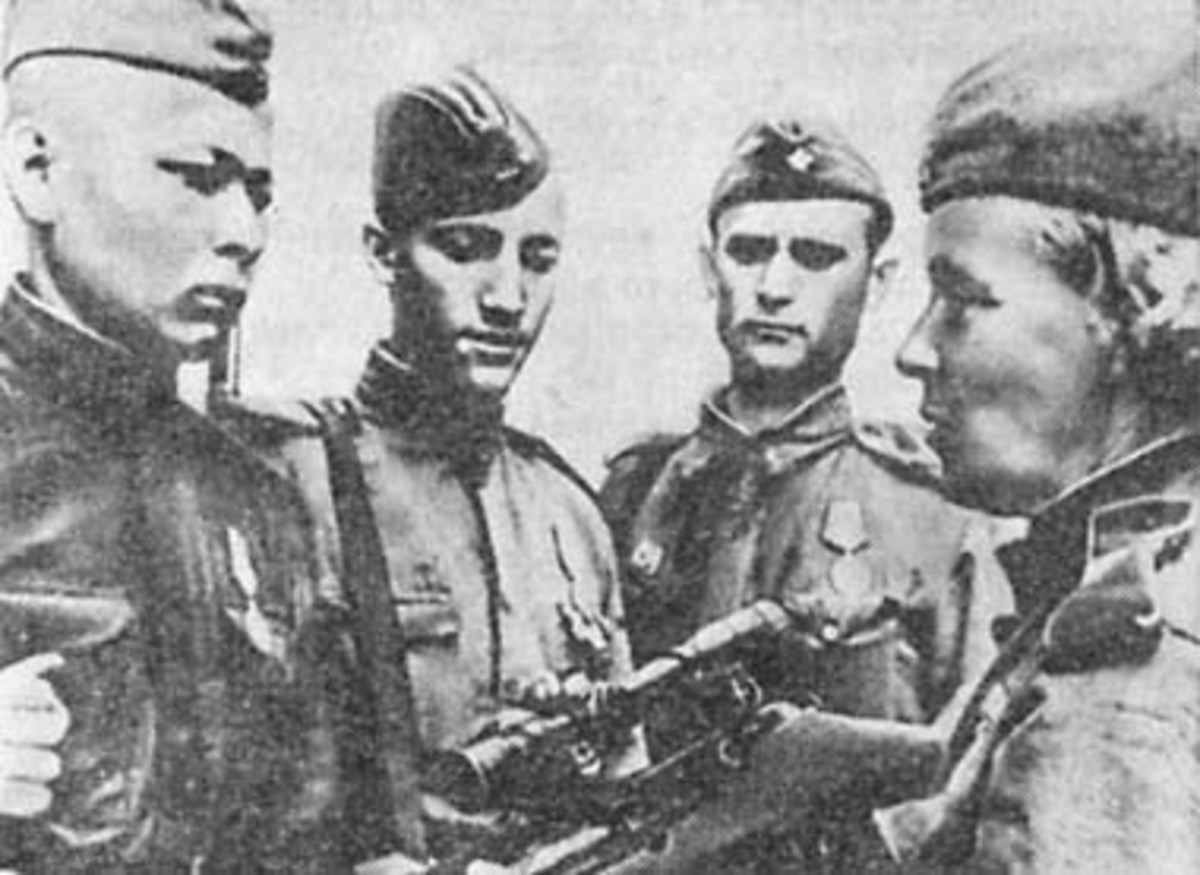 At the 1943 army shooting competitions. From left to right: N.A. Larukov, I.N. Bankov, V.F. Khakhaev and N.P. Petrova.