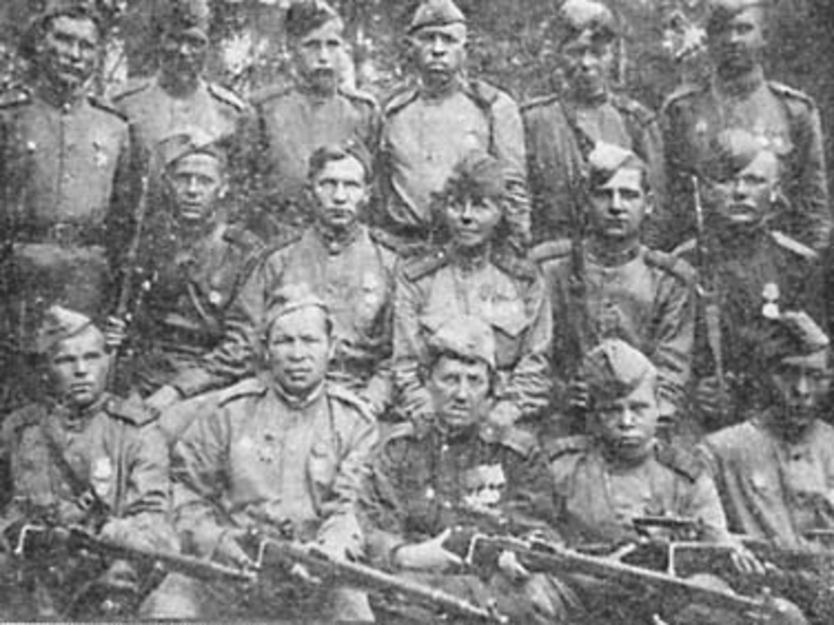 Sniper instructors N.P. Petrova (in the second row) And T.L. Konstantinova with their students, 1944