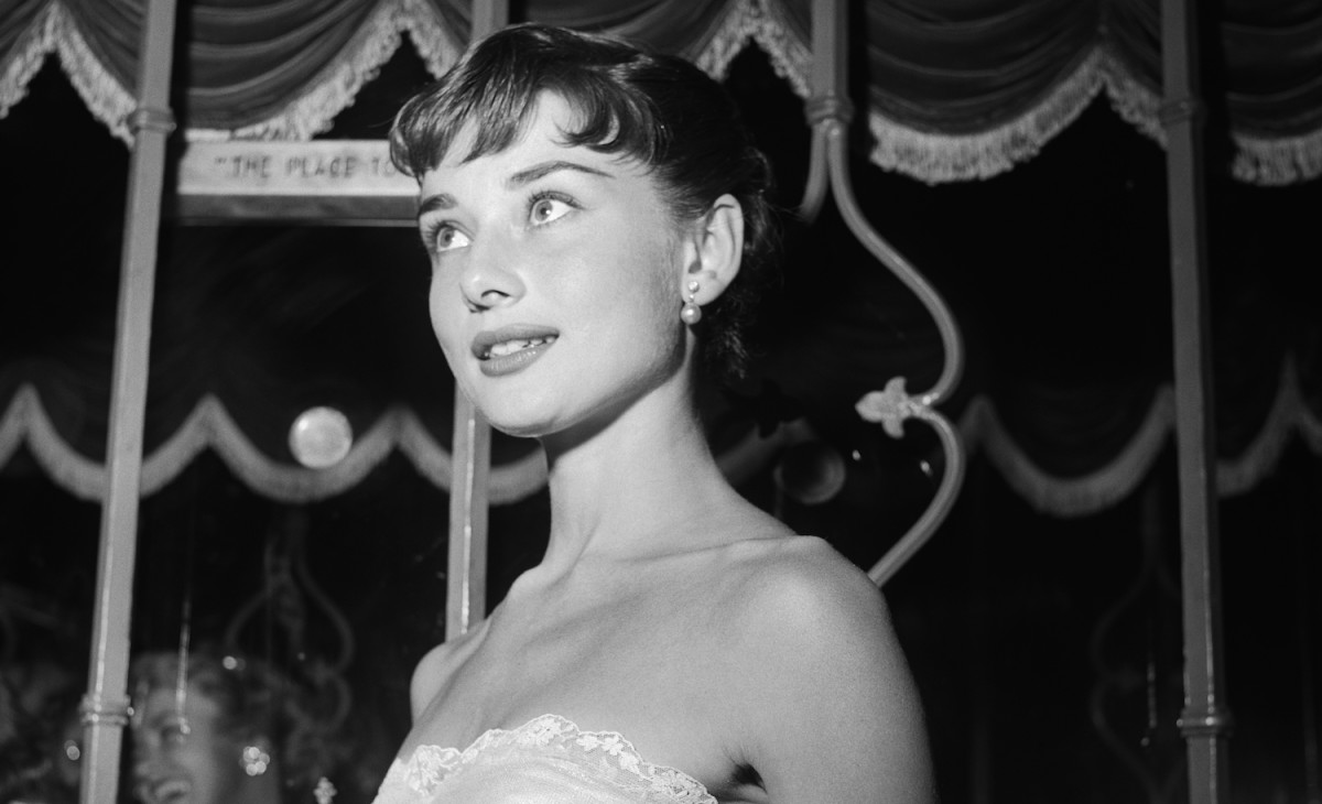 One of the most important war efforts Audrey did was as a ballerina dancer at the Arnhem city theatre where the objective was to raise funds for the resistance for the war efforts.