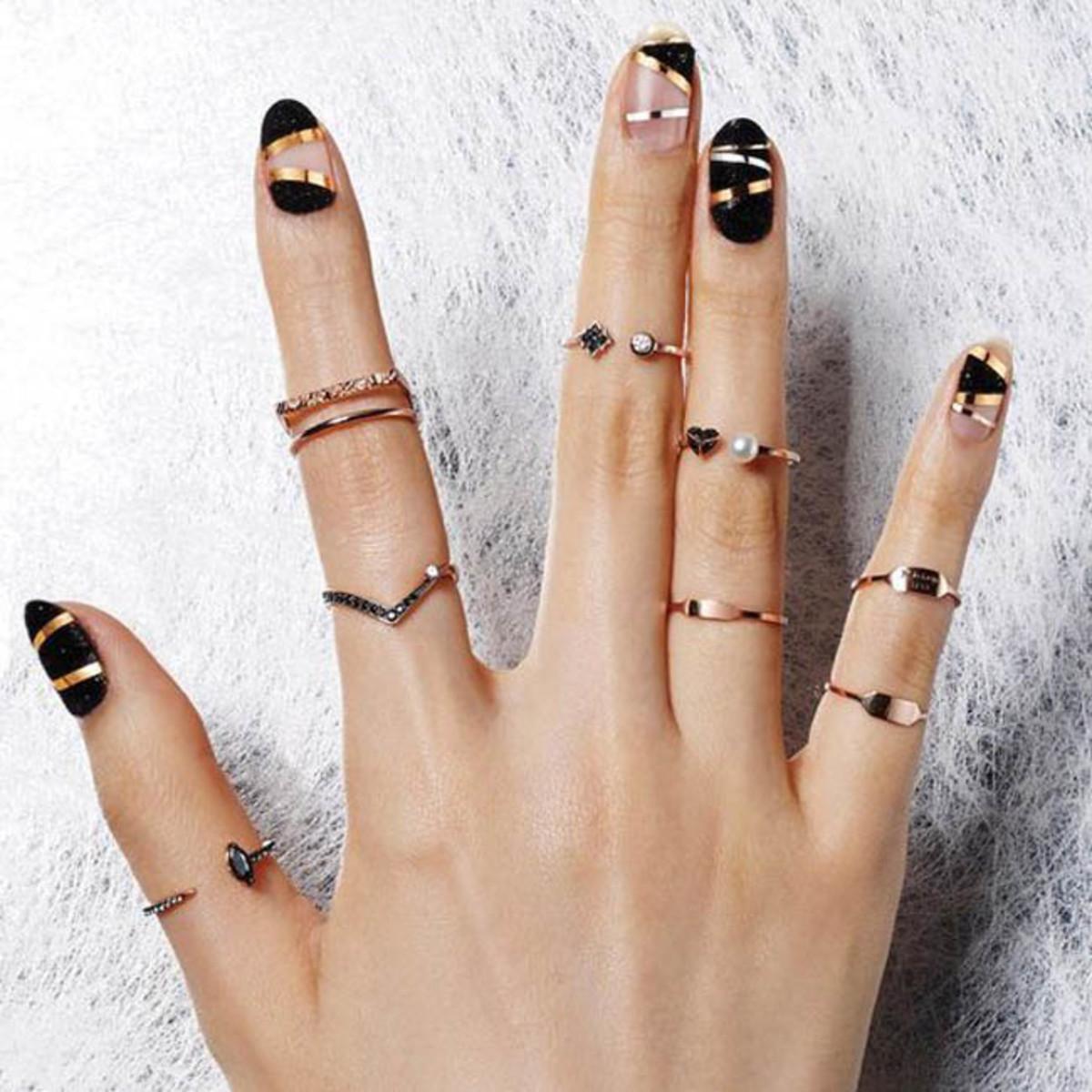 15 Creative Black Nail Designs