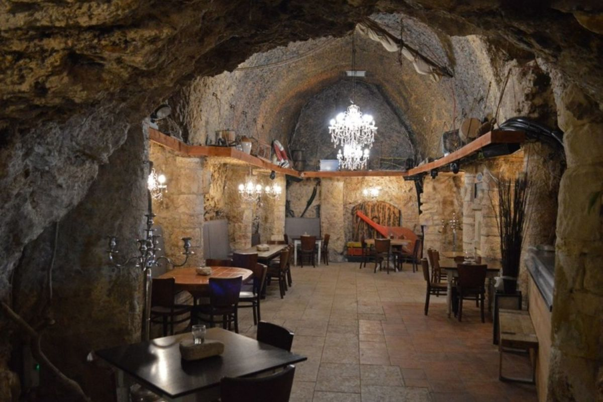 The pub in the cave at Marsden Grotto