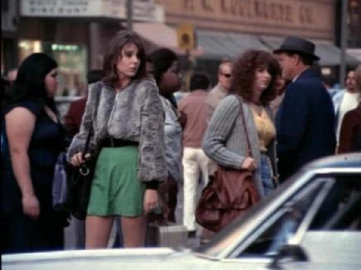 Wanda (Jill Clayburgh) and Dee Dee (Melanie Mayron) turn tricks for a living in New York