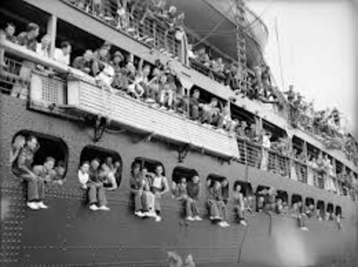 A ship full of migrating people ready to say goodbye to their loved ones and their country of origin. This is how it was in those times when I left Italy, people had to move from one country to another.