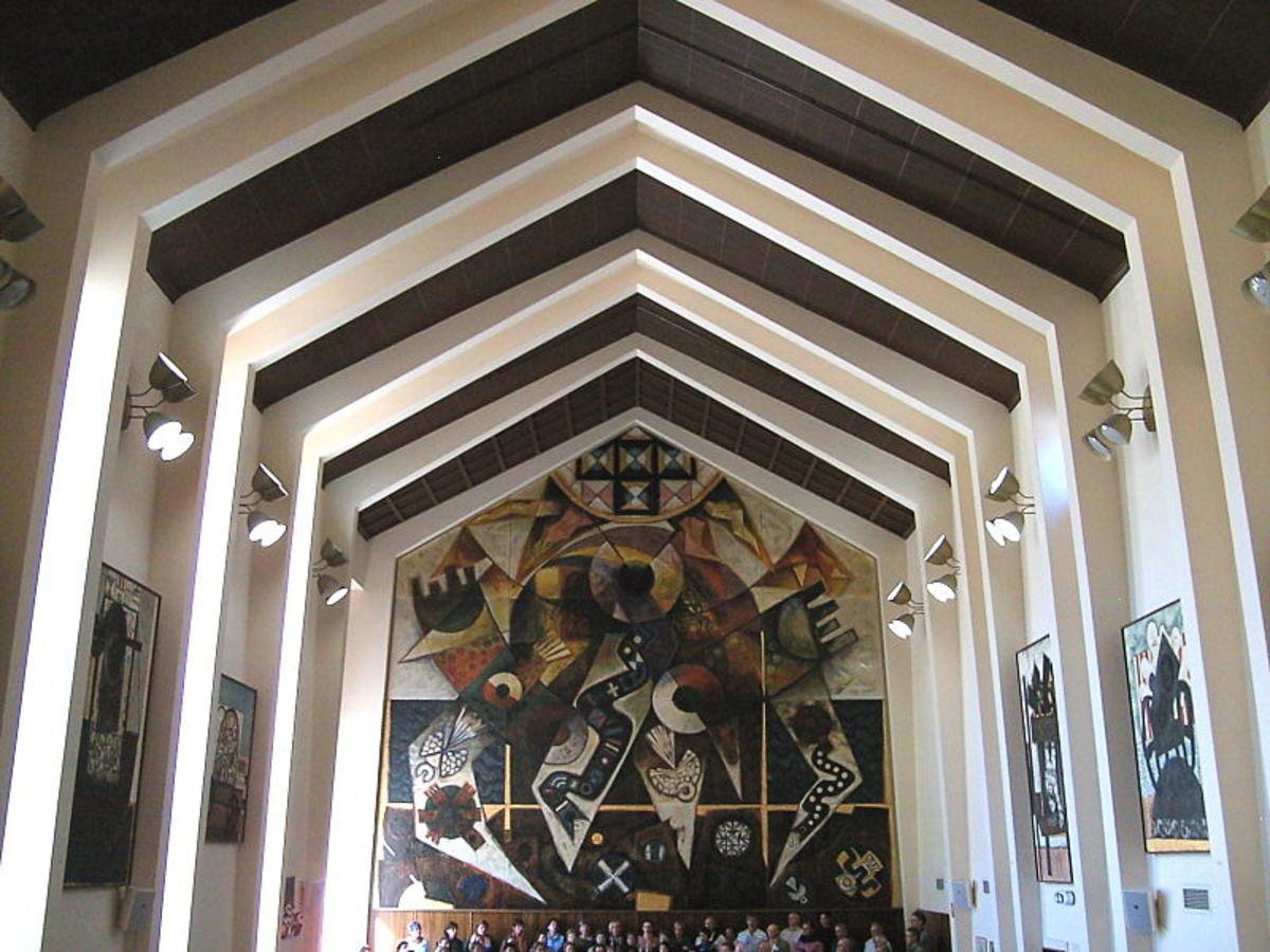 Great Hall, University House, Australian National University.  Image courtesy Peter Ellis & Wikimedia Commons.