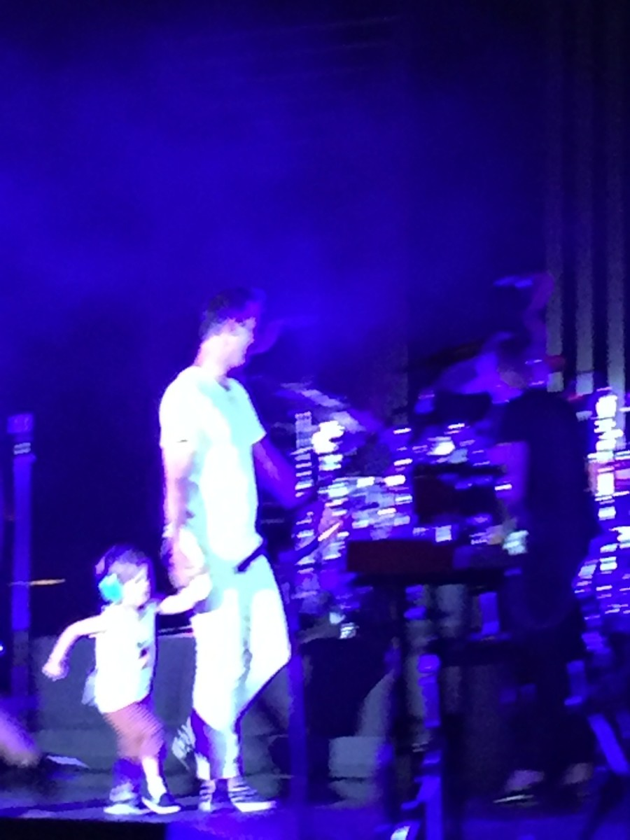 Fitz brings his son on stage