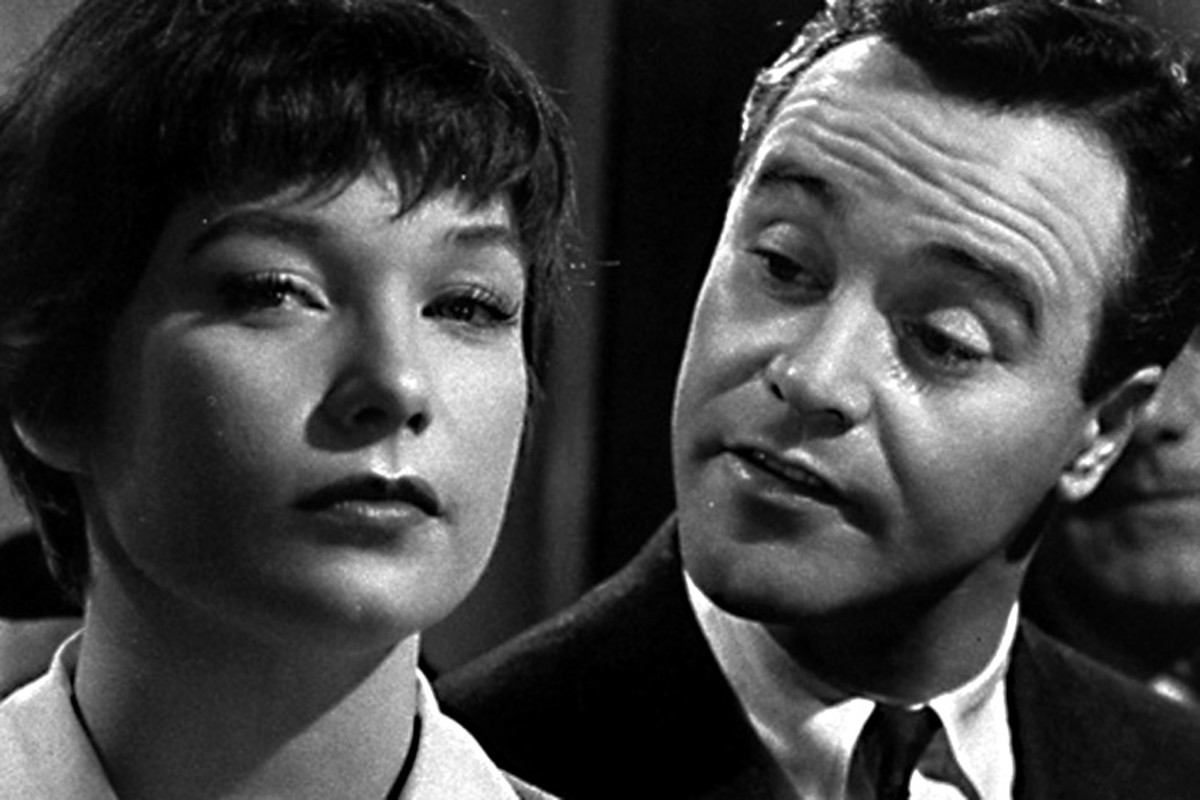Shirley MacLaine plays Fran Kubelik