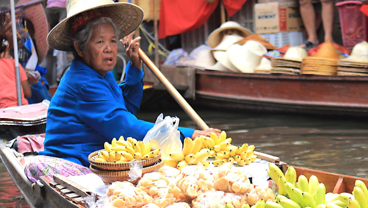 It may seem strange to begin a street food article with a photo of a river boat, but the floating market is where the tradition of serving food by the wayside began