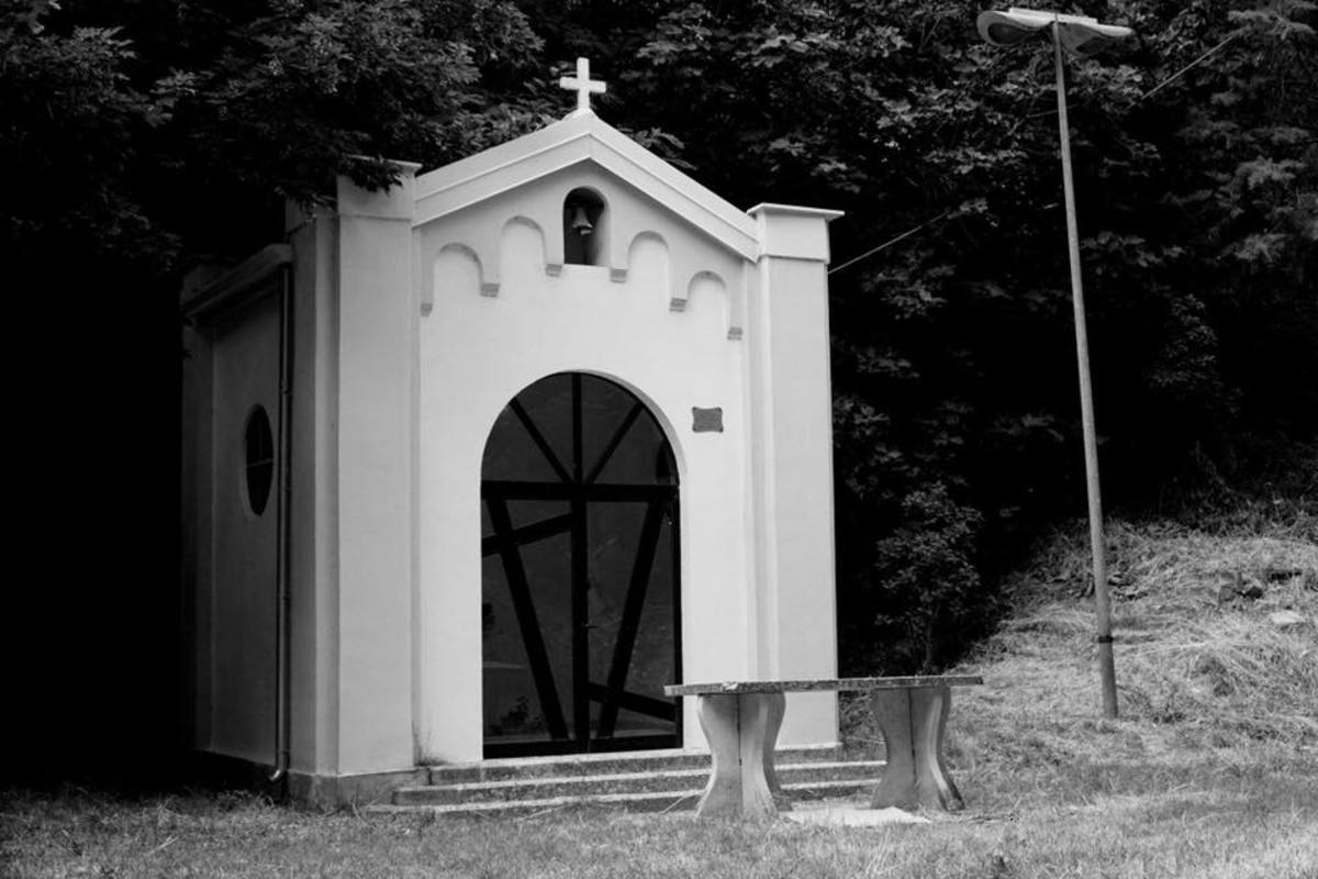 This is a restored Madonna chapel near Capo Daqua fountain where they found the sculpture