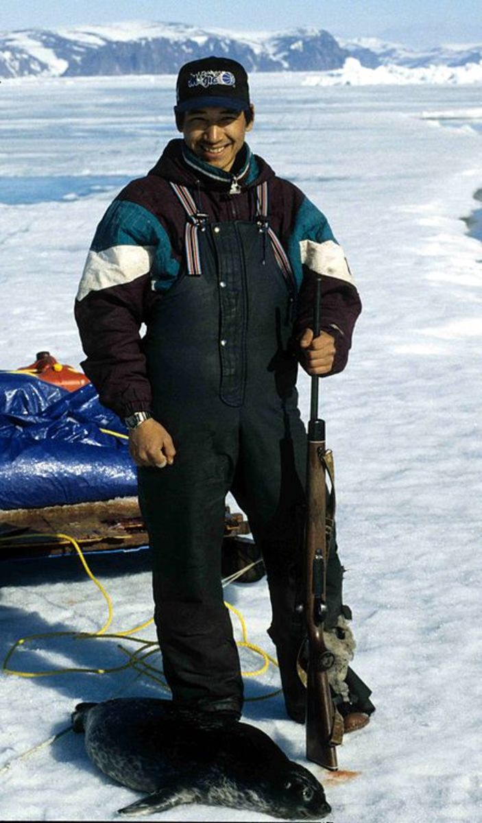 Innuit seal hunter, ca. 1995.  Image courtesy Ansgar Walk and Wikimedia Commons.