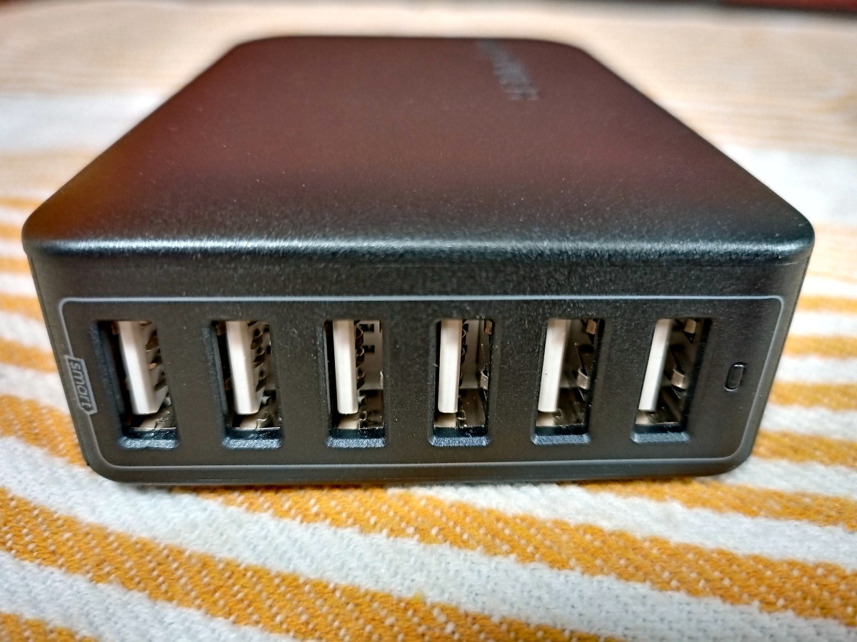 This charger is equipped with six outputs