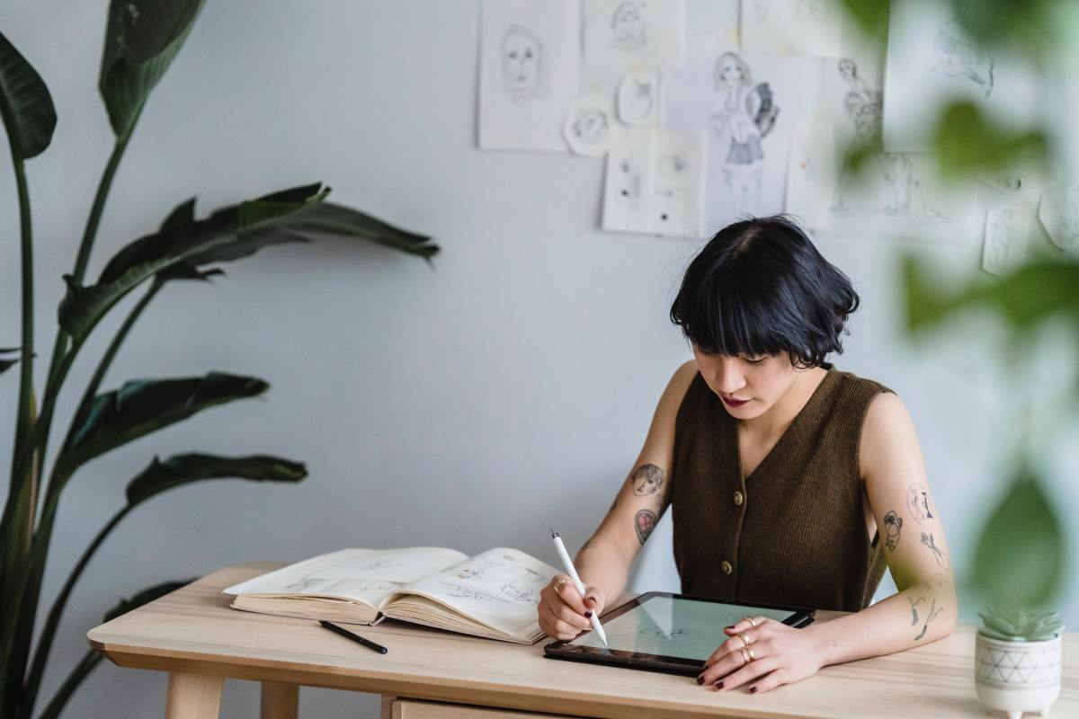 With the help of the Internet and social media, there are now easier ways for illustrators to make money than before. The challenge is how to use these tools effectively to your advantage.