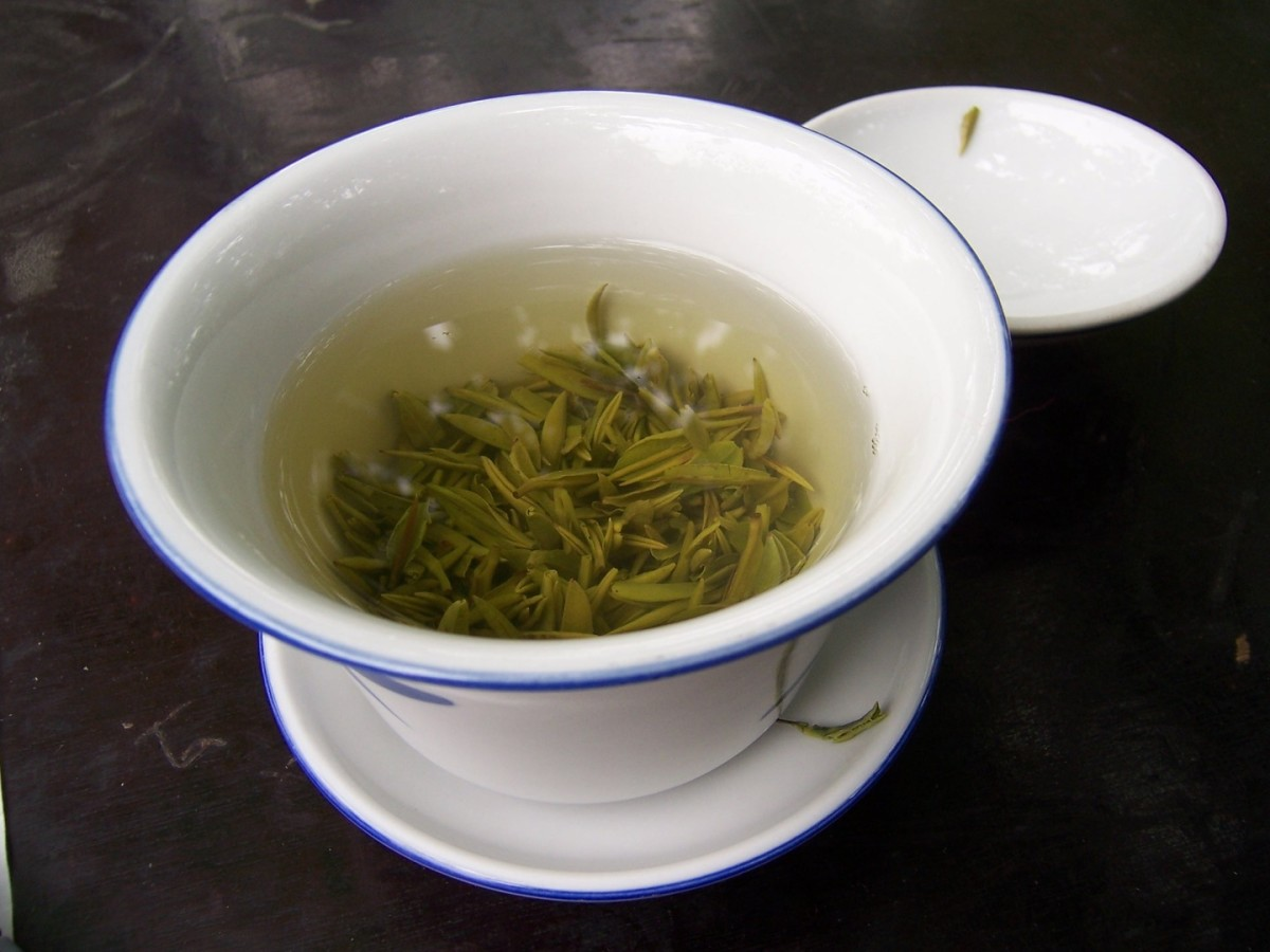 Green tea helps your skin from the inside by helping to combat free radicals that cause damage to your DNA and the precious collagen that makes your skin elastic and firm. Drink up!