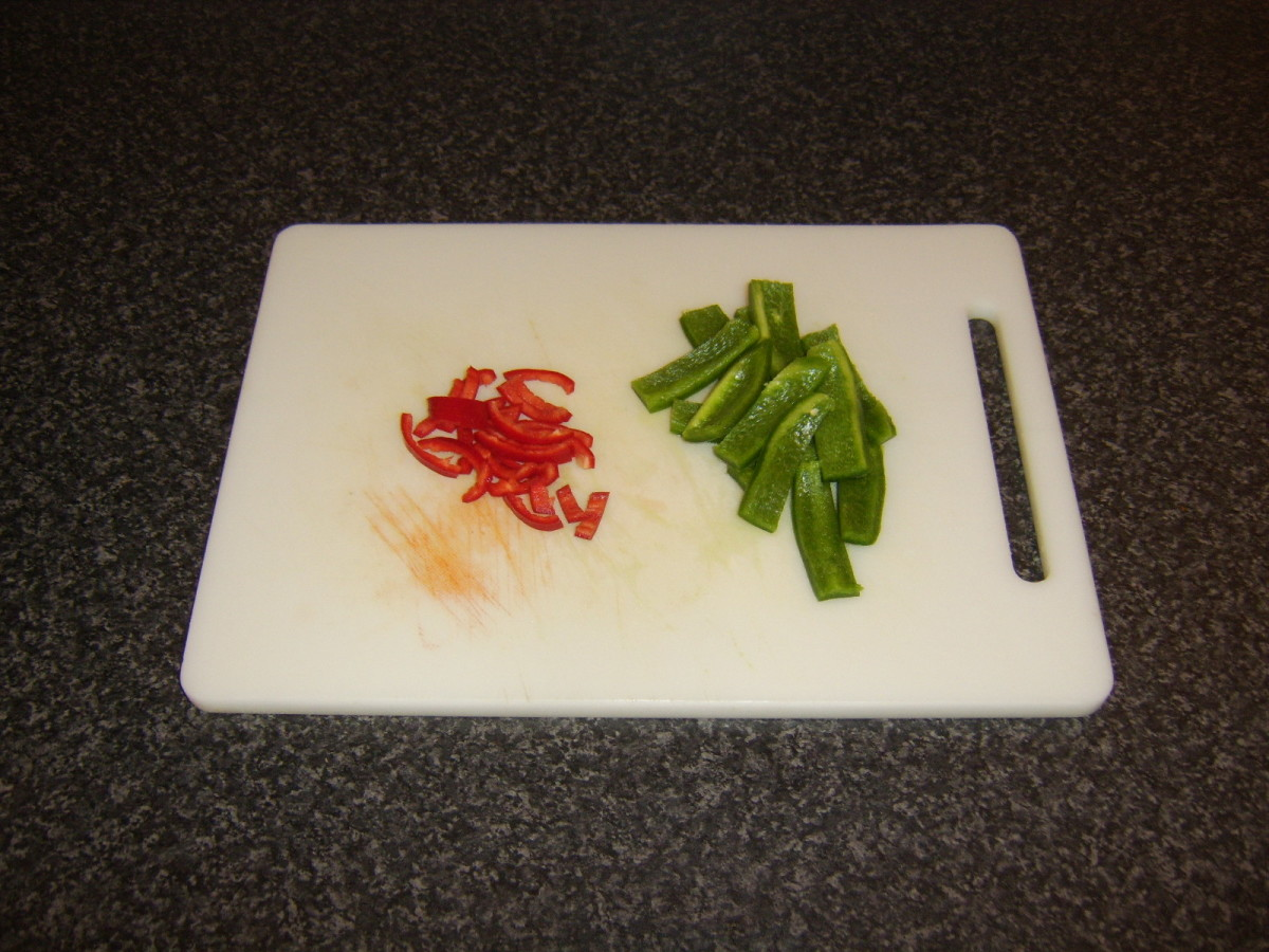 Chopped green bell pepper and red chilli peper