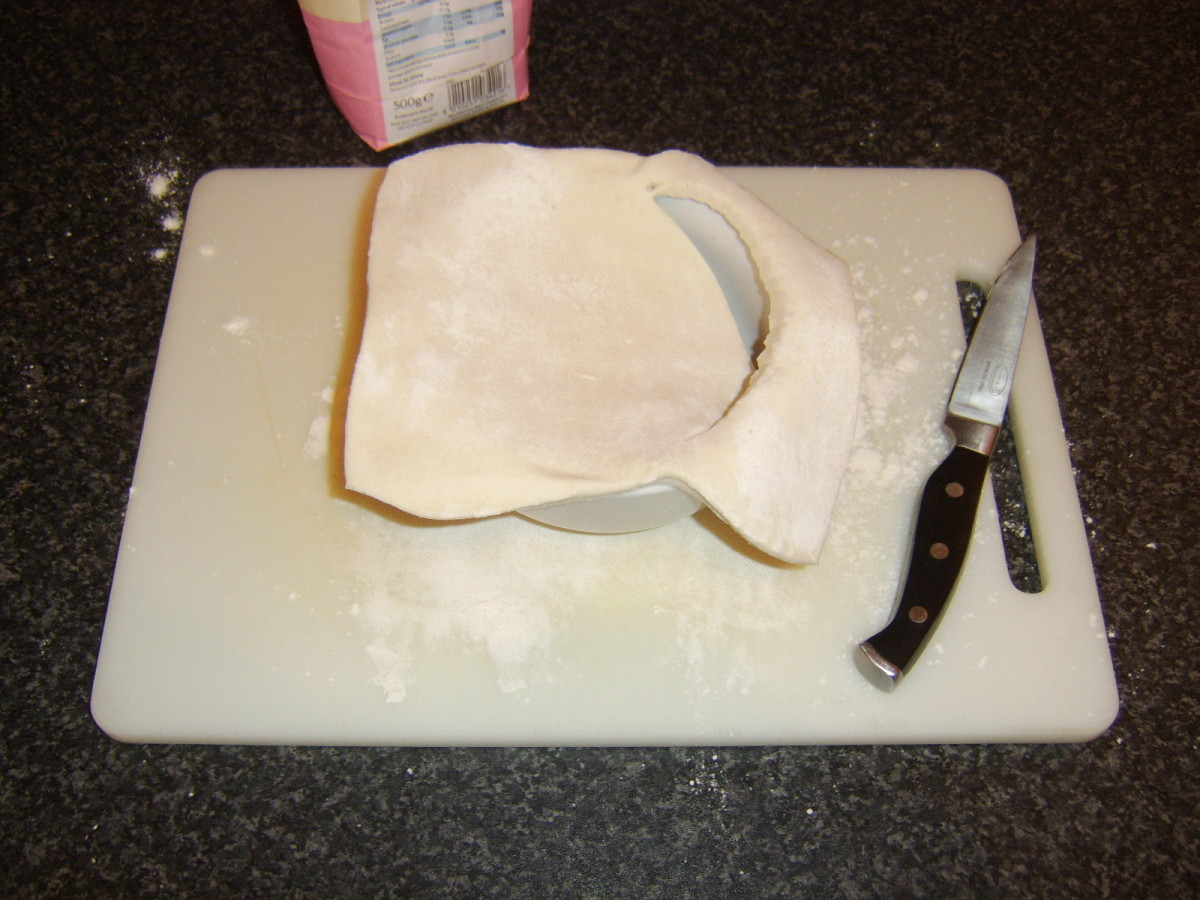 Cutting the pastry disc to size