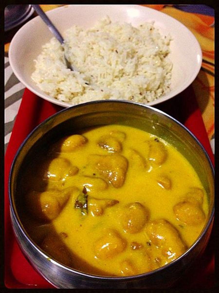 Kadhi Pakode served with rice