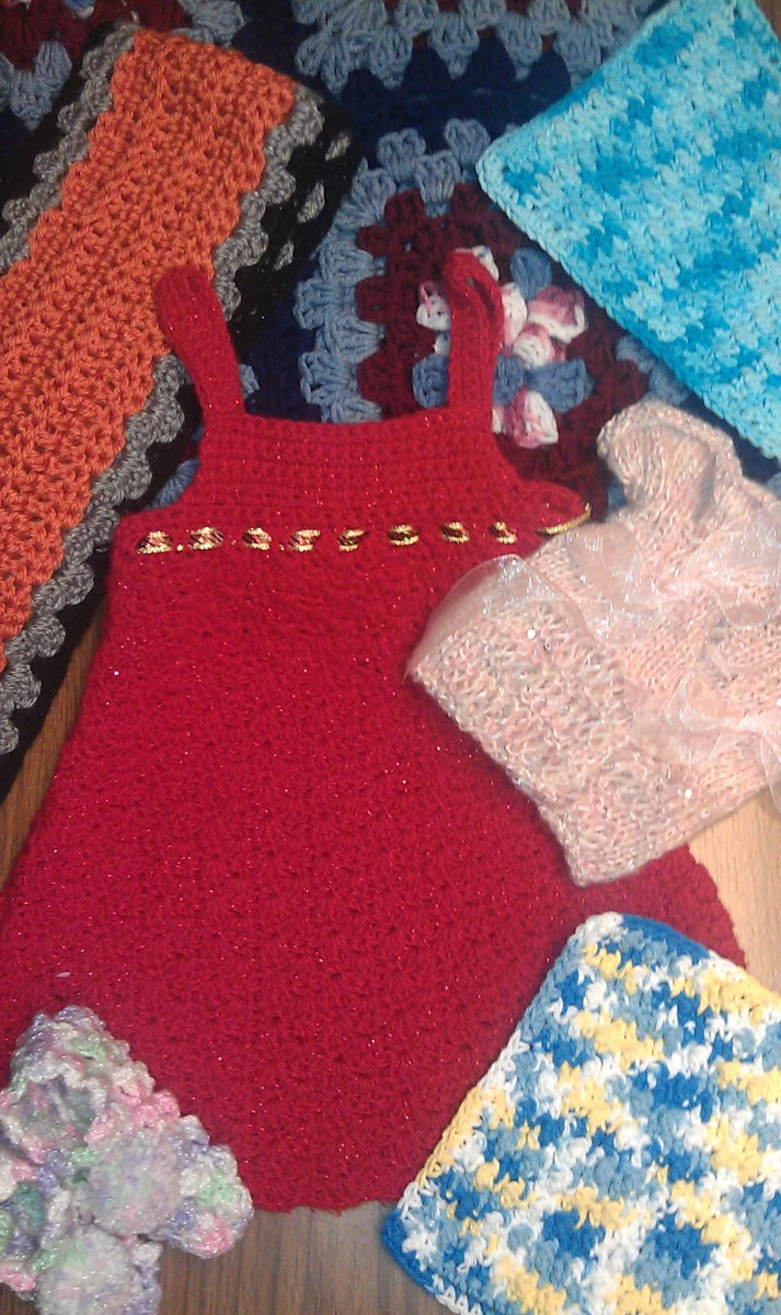 Projects created by club members: Jumper, slippers, fingerless gloves, washcloths, scarf and blanket
