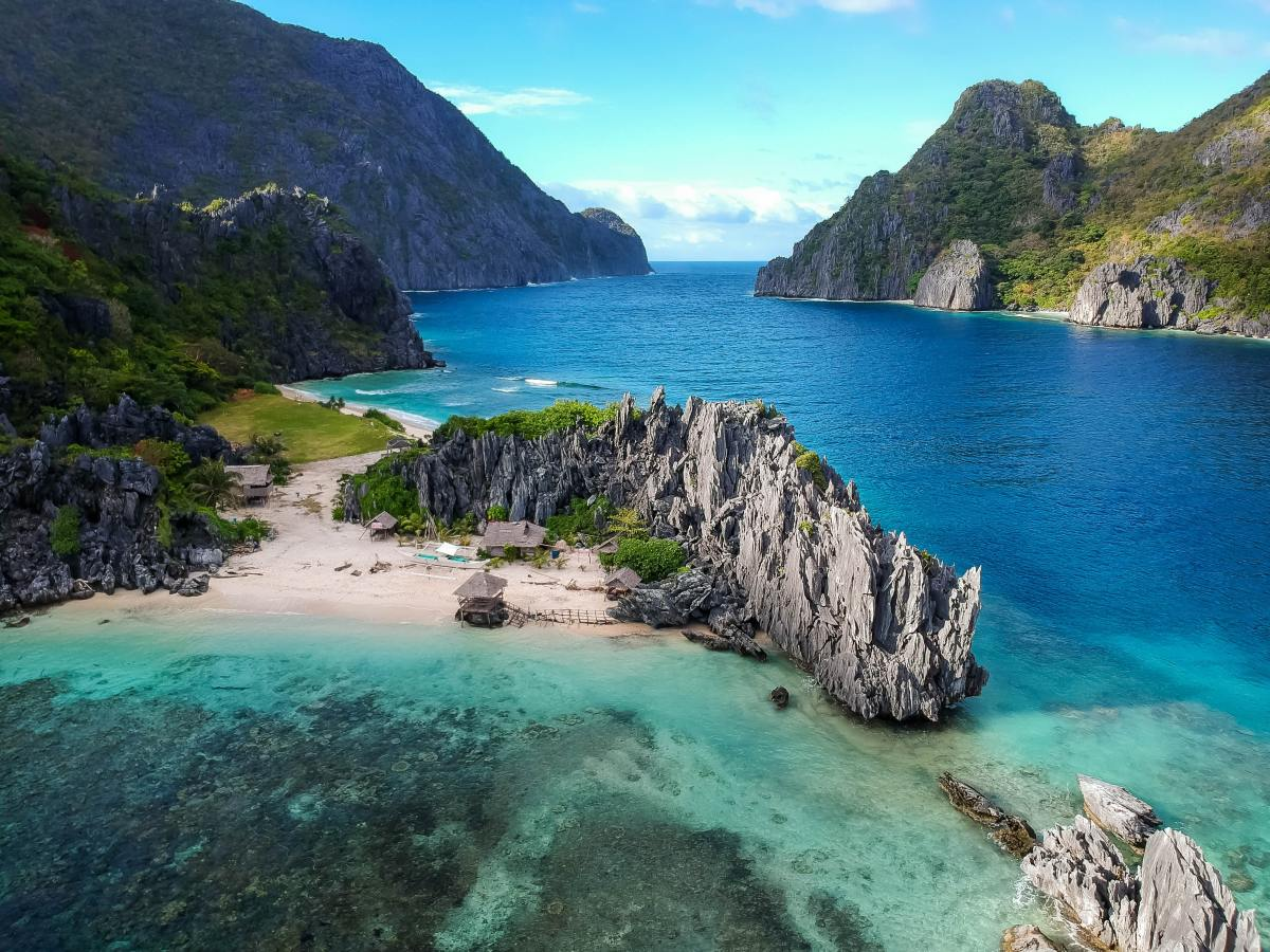 How would you describe the waters of El Nido?