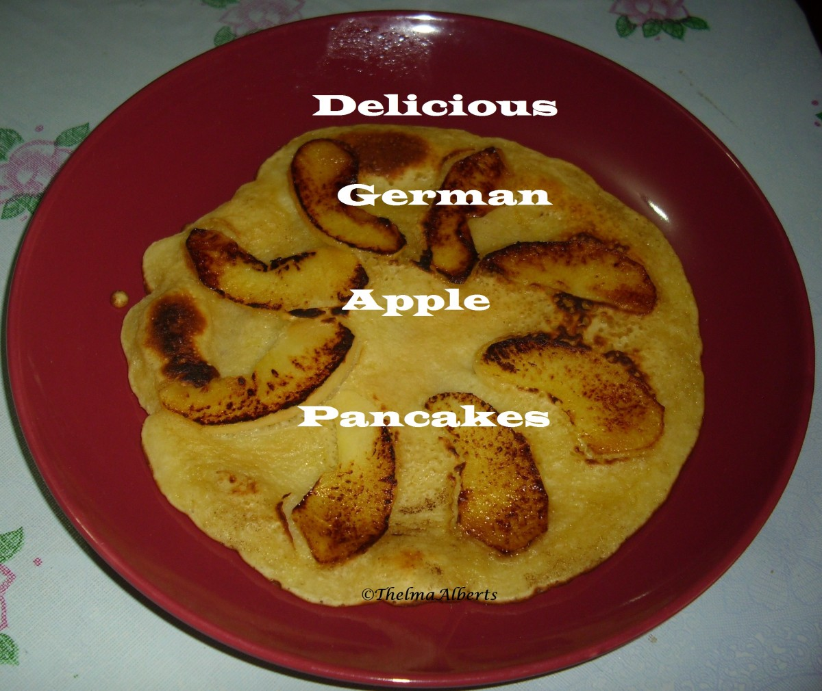 German Pancakes With Apple Slices