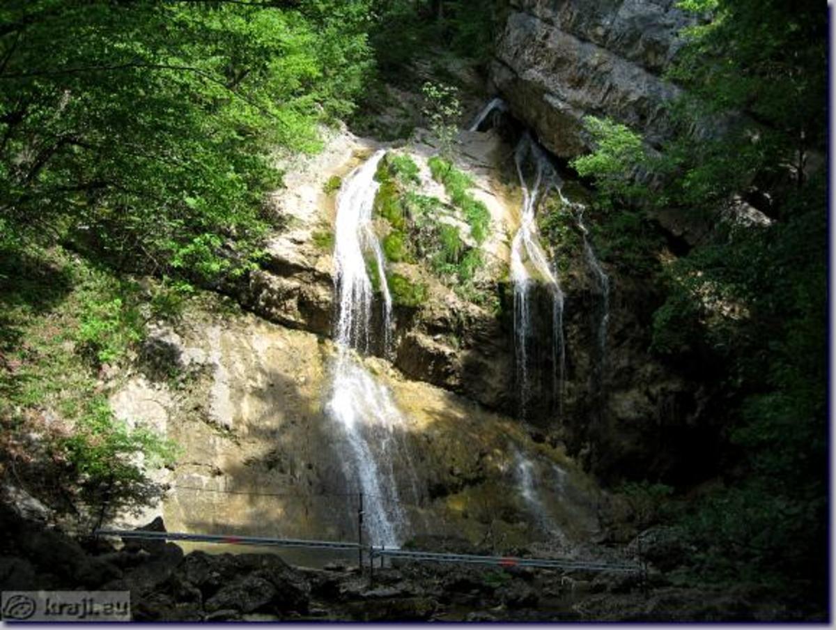 Pekel Gorge - Pekel Waterfalls